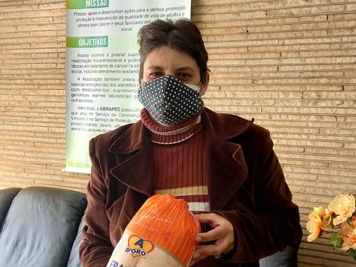 Jundiaí - Pessoas em tratamento do câncer recebem frangos doados pela Frango D'oro