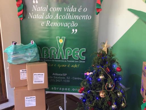 Atibaia - Raymound's realiza doação para a ABRAPEC de produtos de higiene bucal.