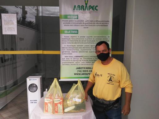 Jaboticabal – ABRAPEC realiza entrega de cestas básicas e leite , doados por grupo de Empresários...