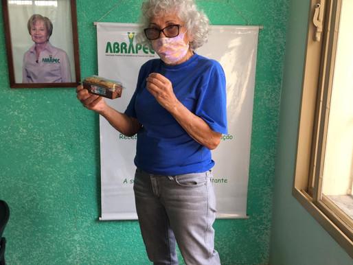 Atibaia - ABRAPEC realiza entrega de lembrancinhas para mulheres atendidas pela Associação
