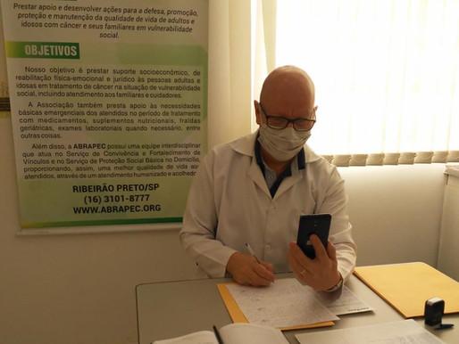 Ribeirão Preto – Pacientes recebem atendimento nutricional on-line.