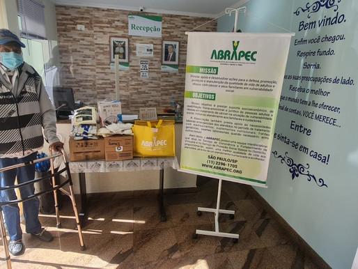São Paulo–Pessoas em tratamento do câncer recebem atendimento humanizado realizado pela ABRAPEC.