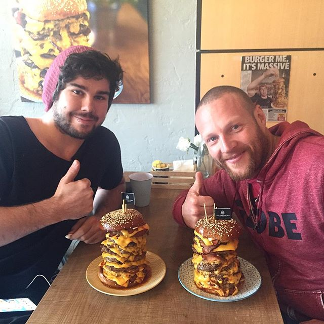 Two handsome warriors battling FTW to defeat the 1.jpg5kg Saw 🍔 Challenge