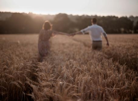 Une séance couple romantique, un soir d'été | Mathilde & Alexis