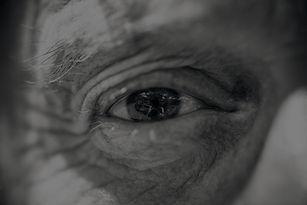 eye-6333473_1920_edited.jpg