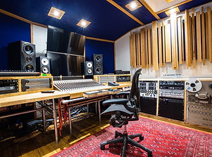 Recording Studio A - a beautiful oak themed recordig studio for bands and musicians located near London Gatwick for bands and musicians producing music, mixing and mastering songs/albums and voice overs