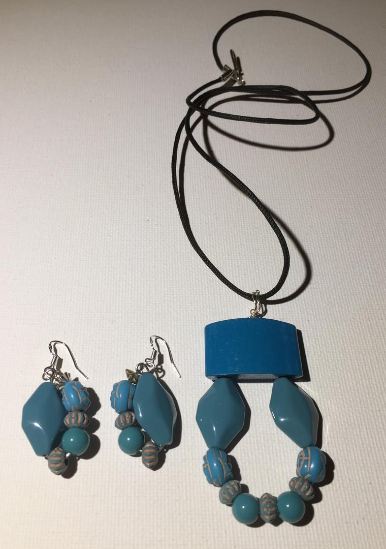 Fola Shade Necklace Set $25