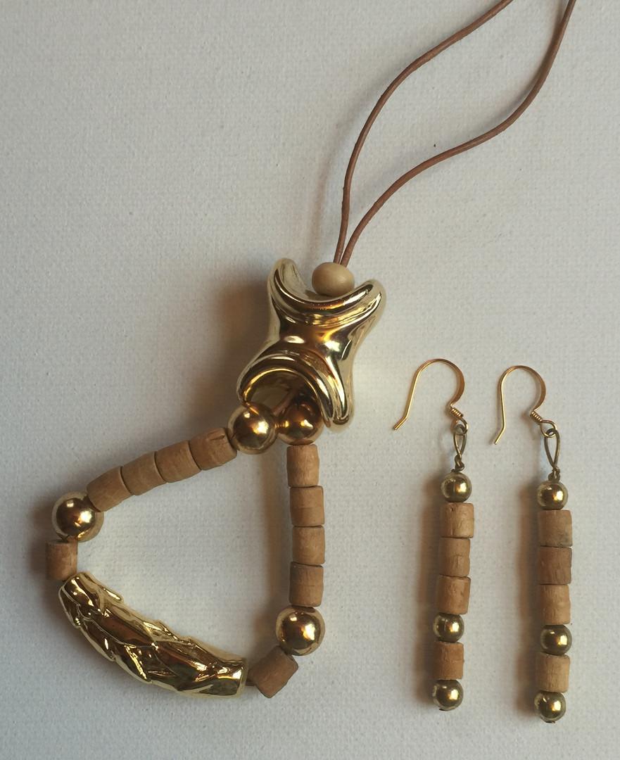 Onaedo Necklace Set $25