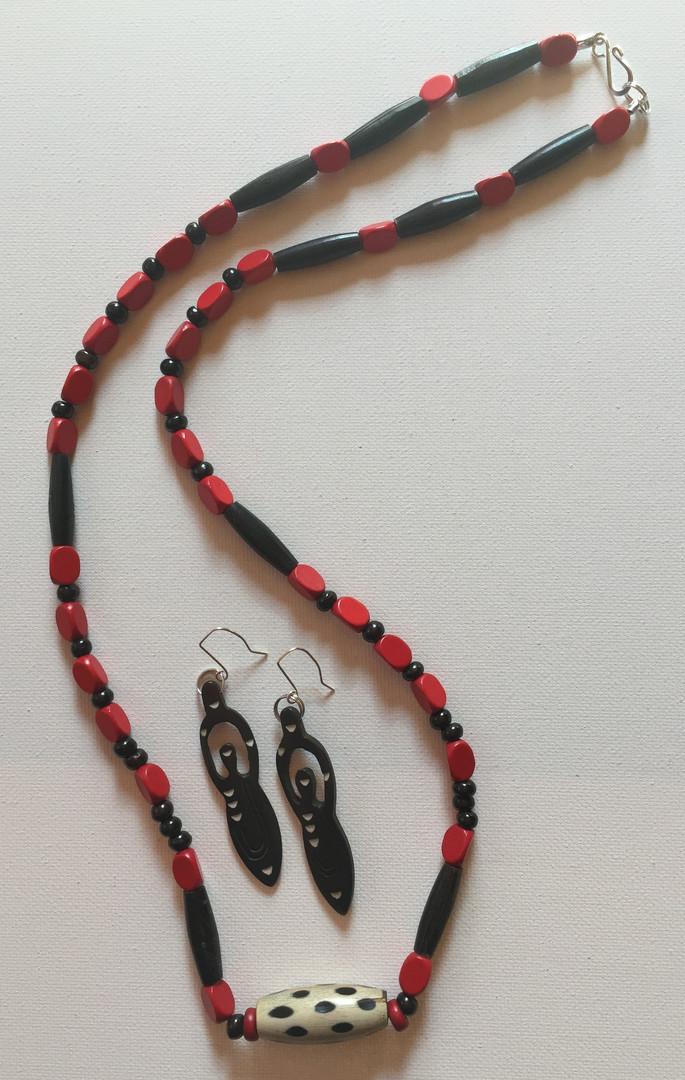 Efemena Necklace Set $25