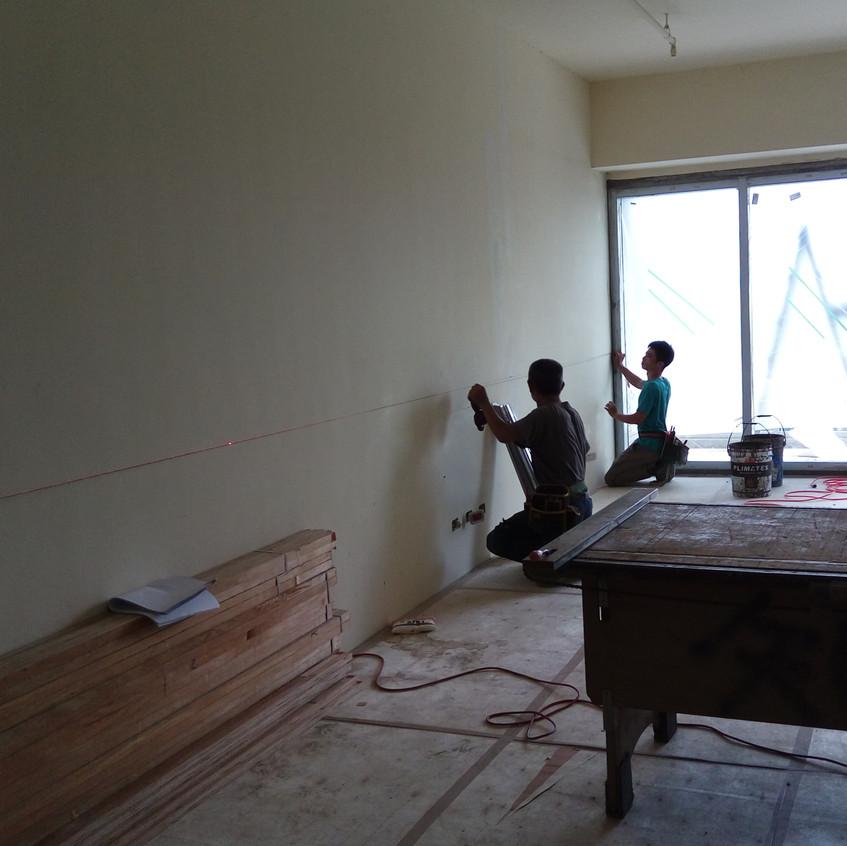 牆面1米線放樣,以介定室內天花高程。
