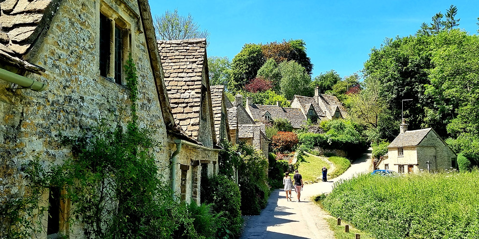 Cotswolds countryside hike and visit the most beautiful village in England