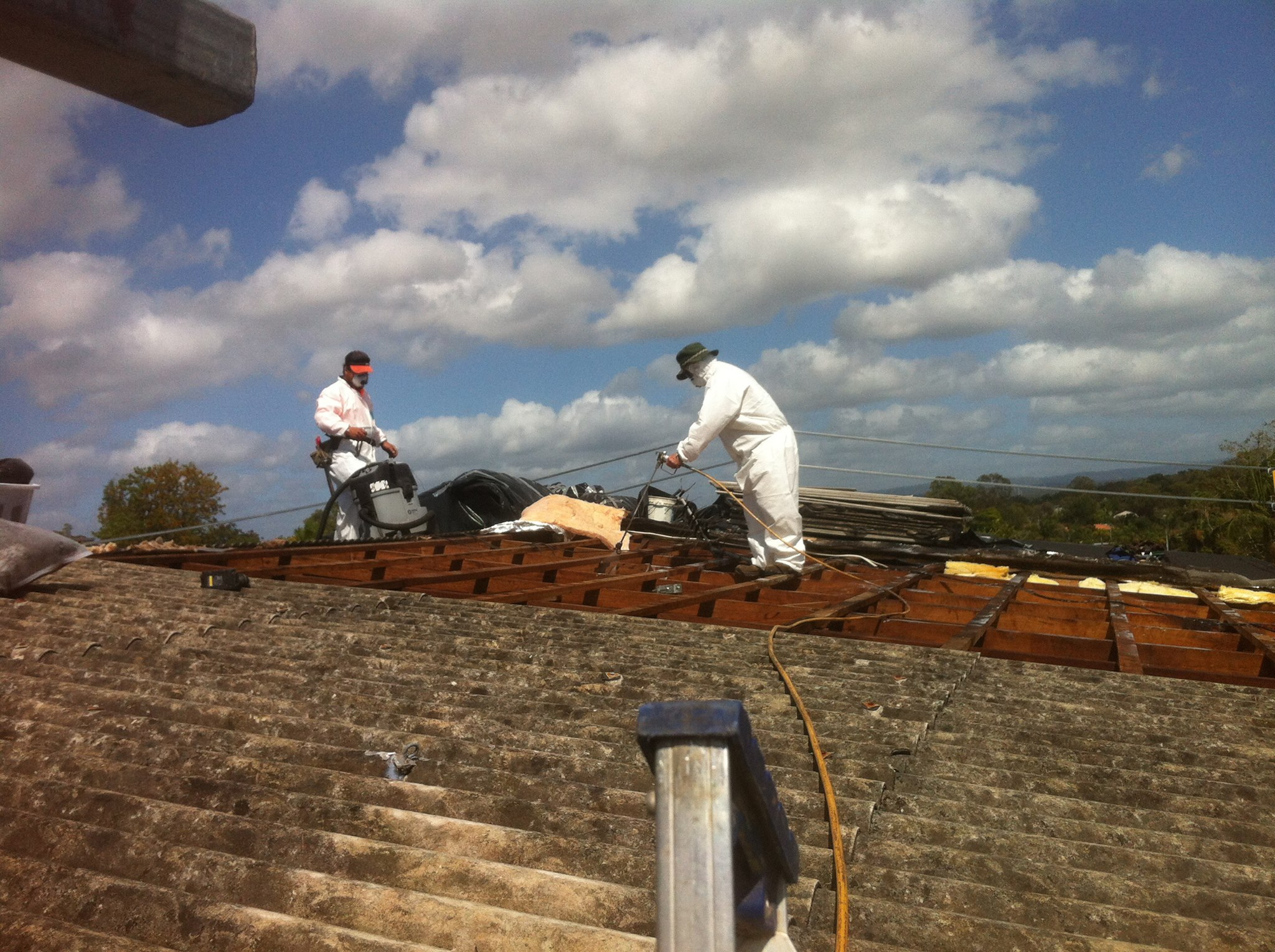 66c452 110a2299791a48bdbb6f3254c8e22cfb~mv2 d 2048 1529 s 2 - Asbestos roof removal what to expect on the day