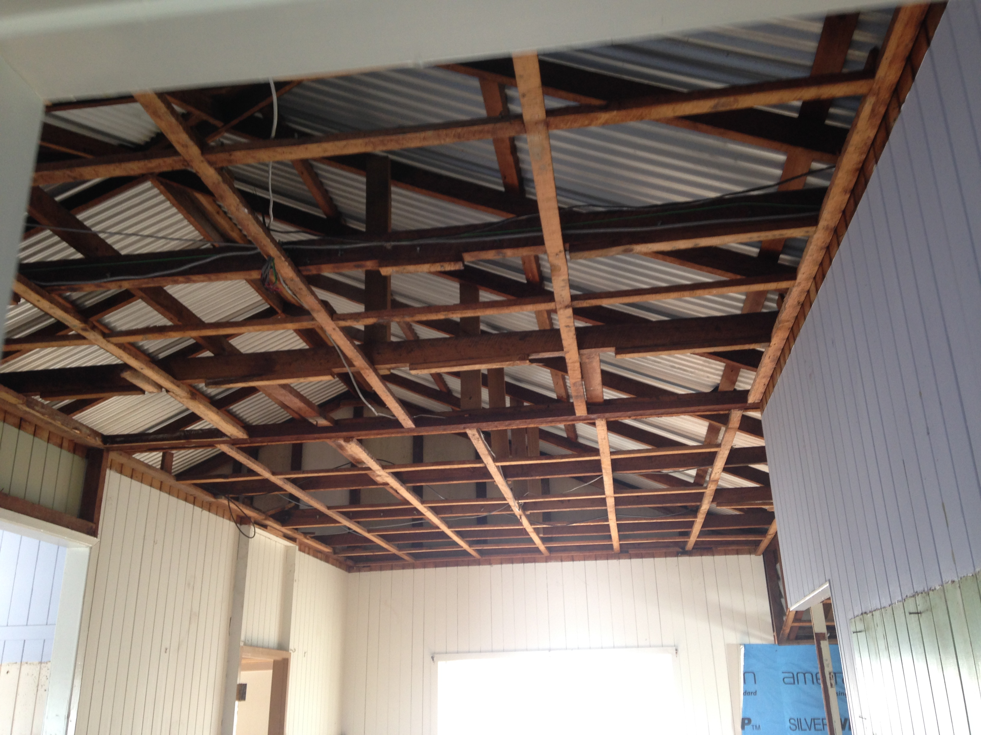 66c452 e1db94e892fd4ba0af59c9776957c040 - Asbestos ceiling removal what to expect on the day.