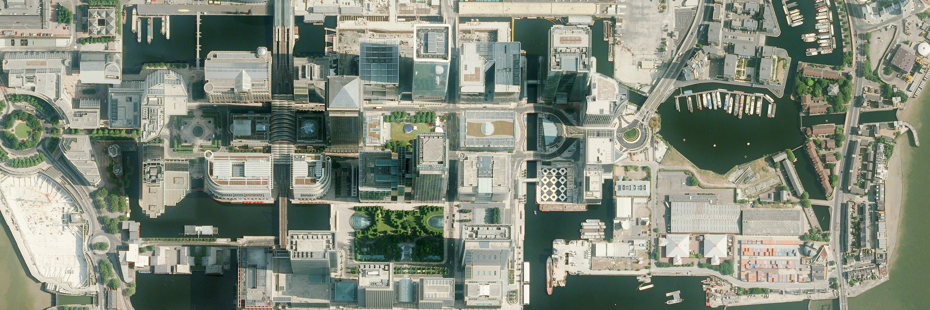bluesky-aerial-photography-canary-wharf
