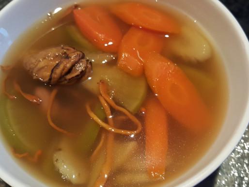 蟲草花青紅蘿蔔蠔豉牛蒡湯 - 清熱明目、防三高、補肝益腎、瘦身、防便秘、防癌、化痰止咳