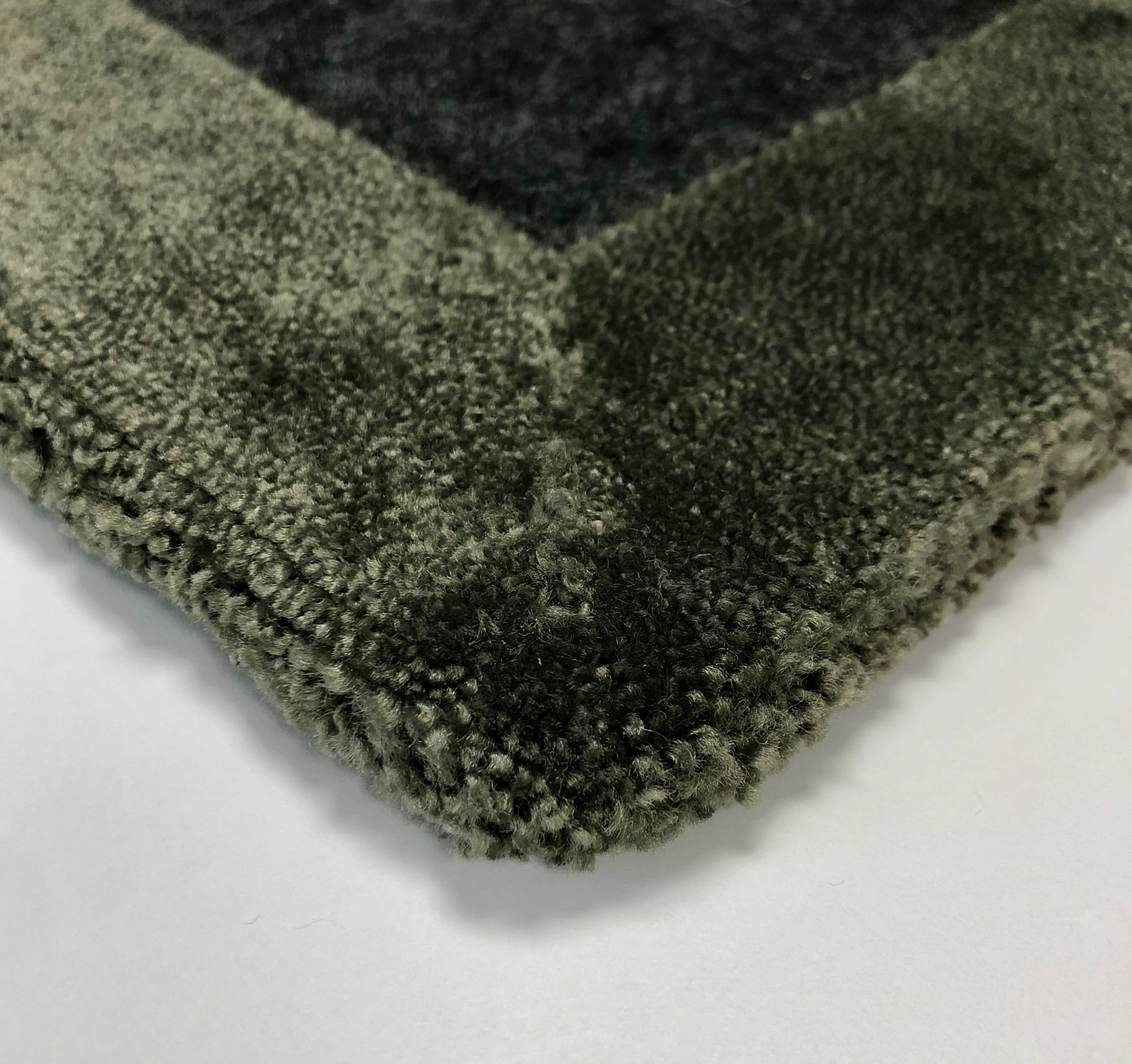 Volume rug 3mm felt backing (backside), exclusive craftsmanship.