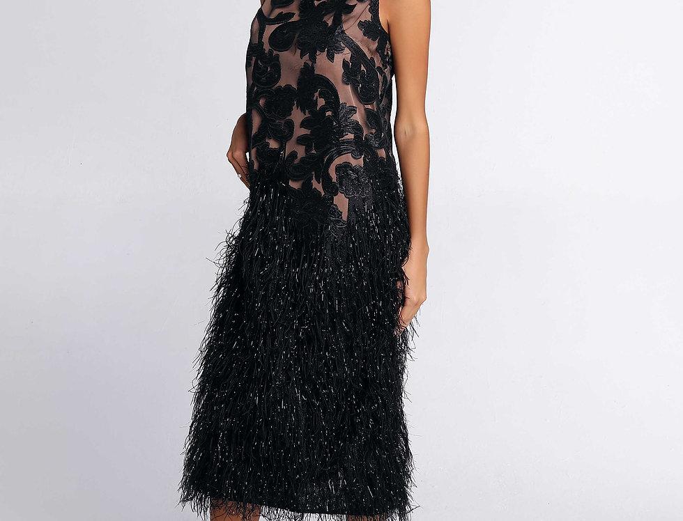 Платье прямого кроя с отделкой из перьев, цвет черный