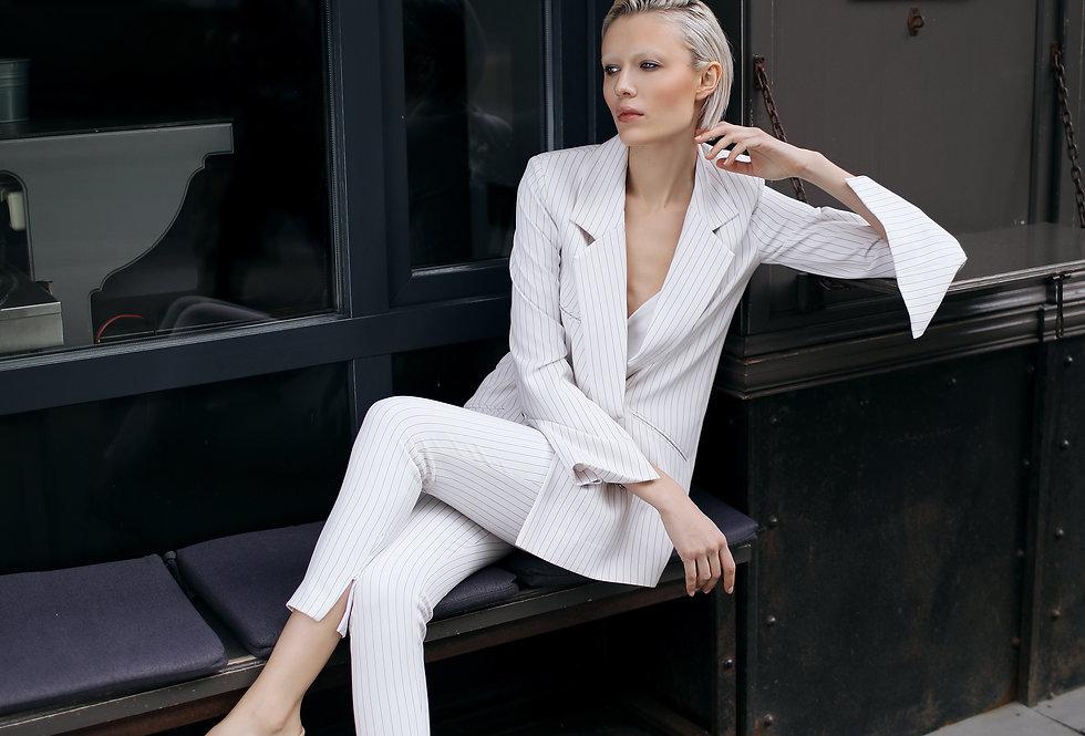 Белый пиджак в полоску