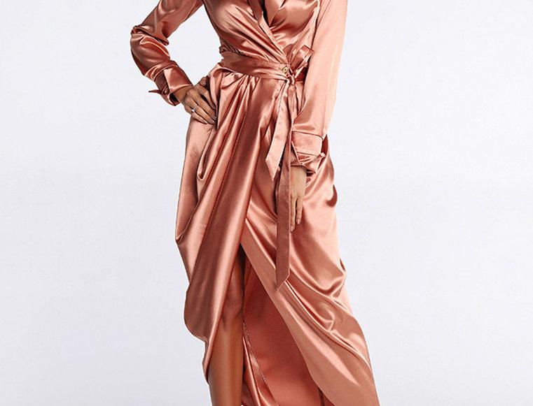 Платье атласное, цвет пудровый