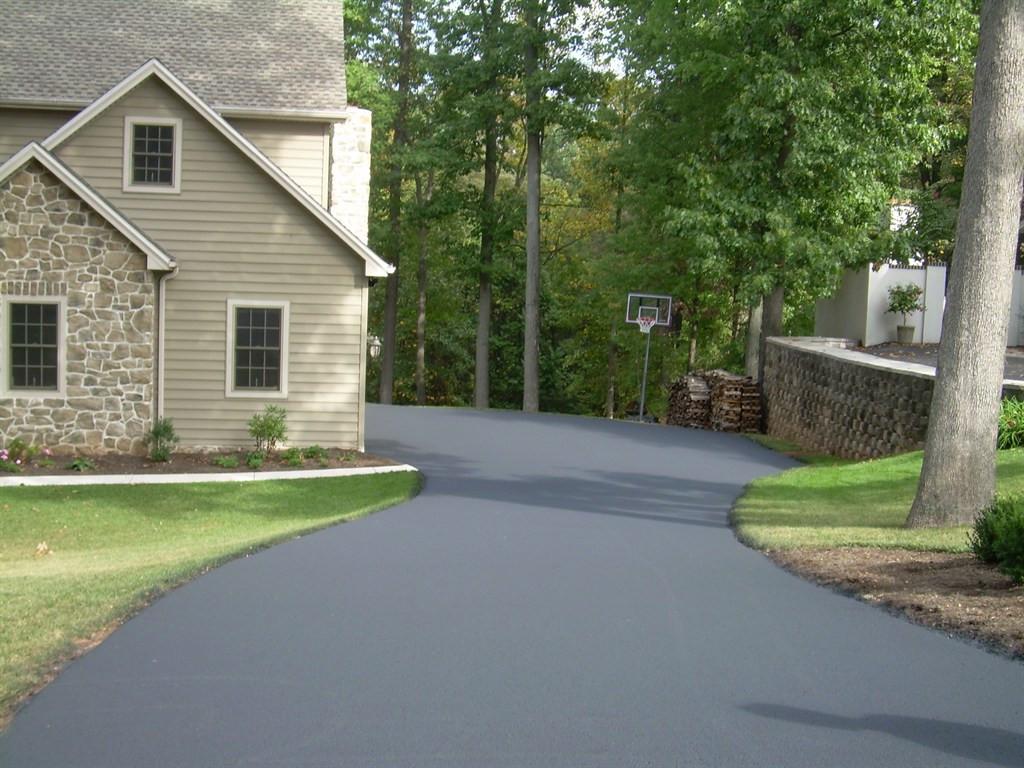 Driveway sealing in Grosse Pointe