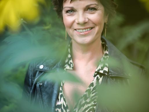 Geena Lisa brengt nieuwe reeks 'Gelukkig Zijn'