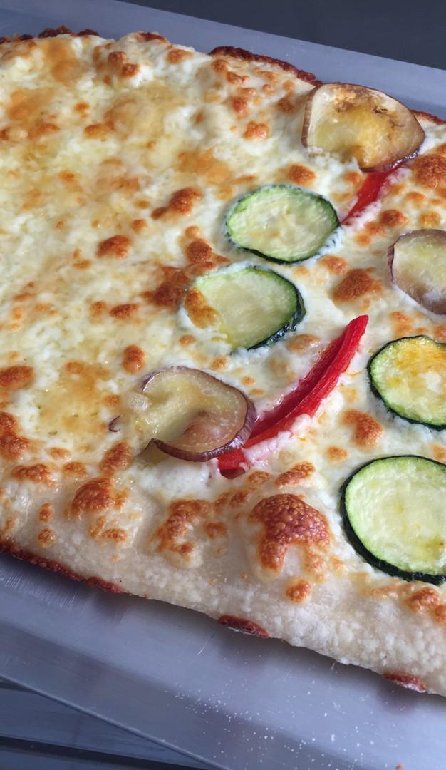 Pizza grande sin tomate.JPG
