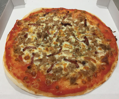 Pizza redonda Atun y bacon 2.JPG