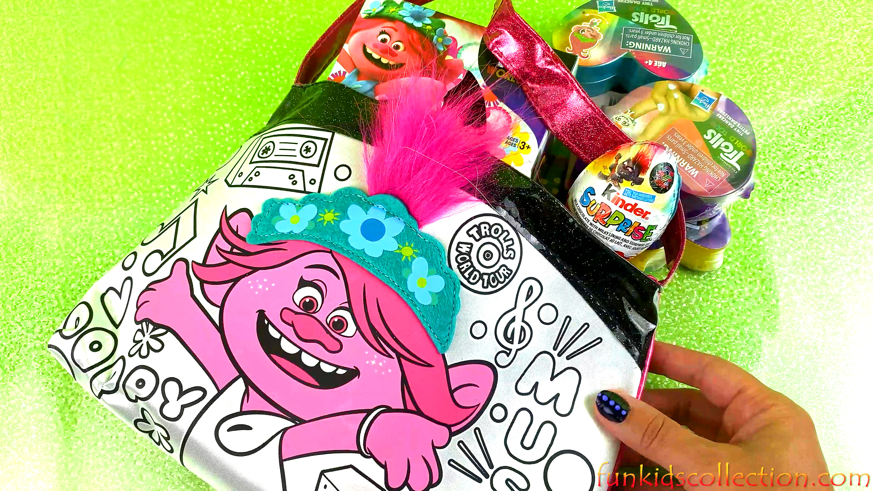 Trolls World Tour Bag w/ Trolls Surprises Trolls Kinder Egg Unboxing Trolls Tiny Dancers Blind Boxes