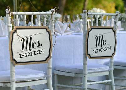 Mr and Mrs Sign | Unforgettable Events