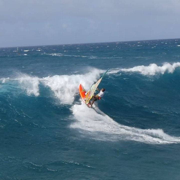 ...And when it doesn't go wrong!! Can't wait for the wind to come back to Maui to try some more of these :) 🎥: @fymproductions   #windsurfing #maui #neilpryde #jpaustralia #mysticboarding #incontrol #mauicars #swox #howihammer #helicopterview   @neil