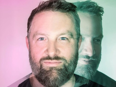 Claude VonStroke lança o DirtybirdLive streaming com esquetes cômicas, DJs, entrevistas e muito mais