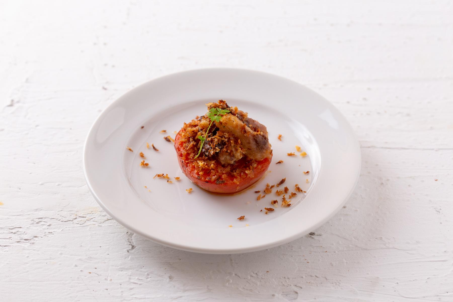 オイルサーディンとトマトの香草パン粉焼き