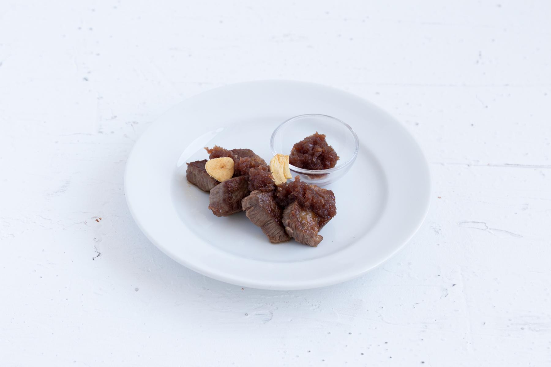 サイコロステーキ  オニオンガーリックソース