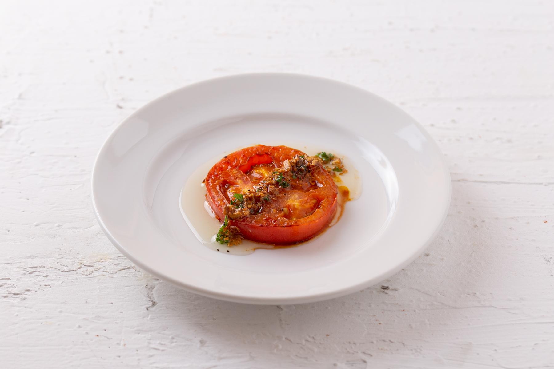 トマトのグリルガーリックソース