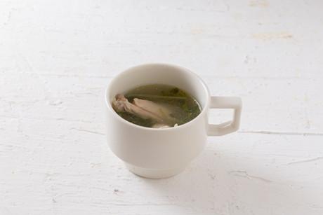 豆苗と鶏手羽のジンジャースープ-2.jpg