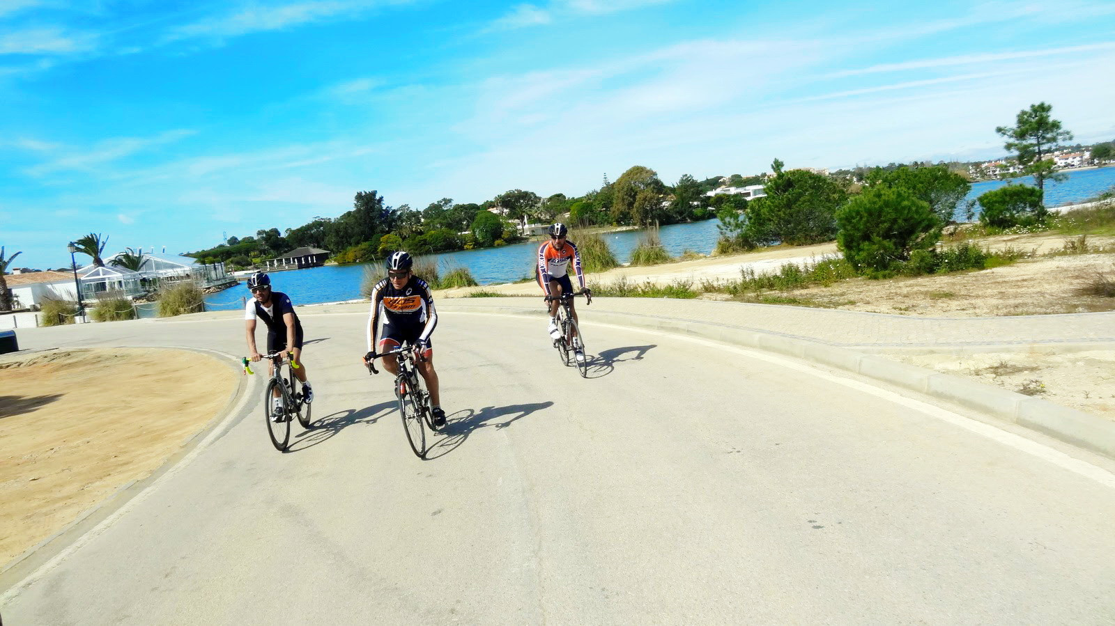 Cyclistes en Algarve bike tours algarve