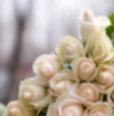 white roses at weddng