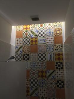 תאורה נסתרת במקלחת