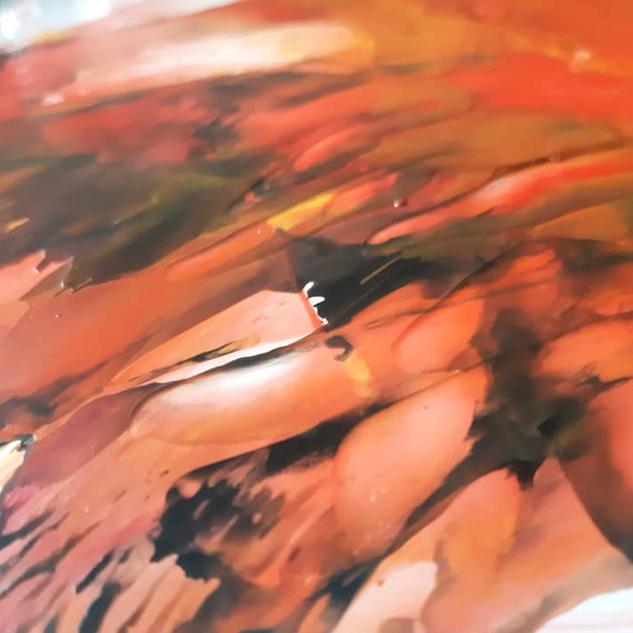 détail peinture rouge et noire par Sophi