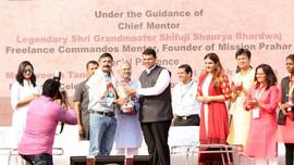 Chief Minister Maharashtra honoring Mast