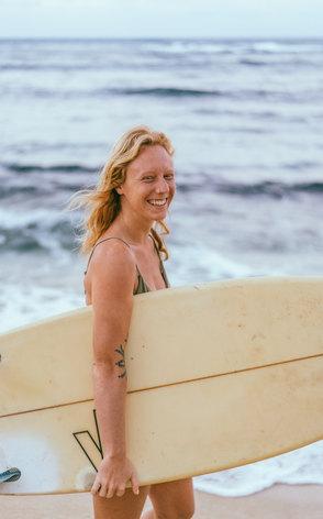 Elle surfer Oahu