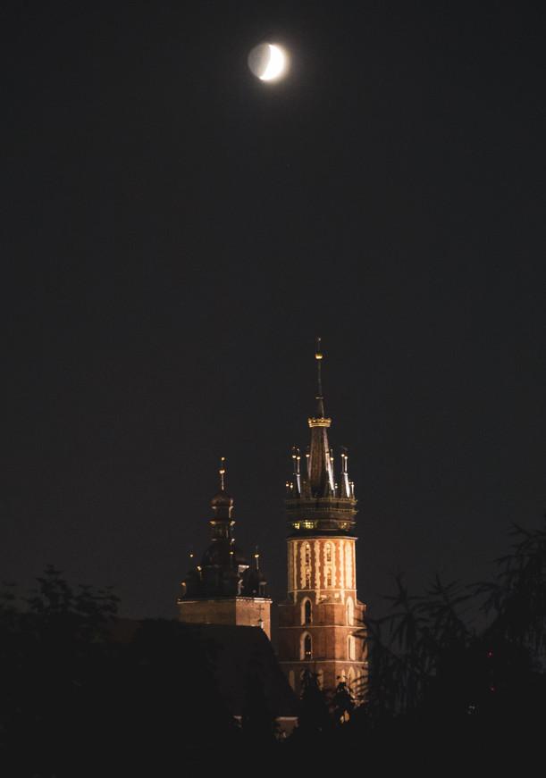 Mariacka Church at night