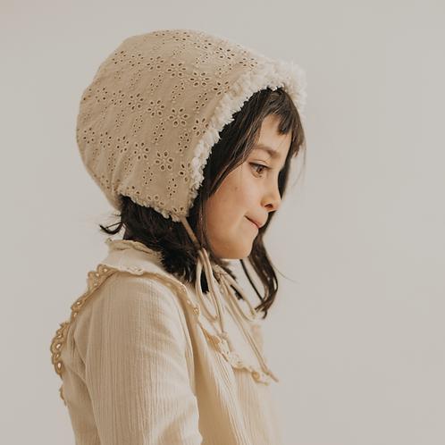Broderie bonnet