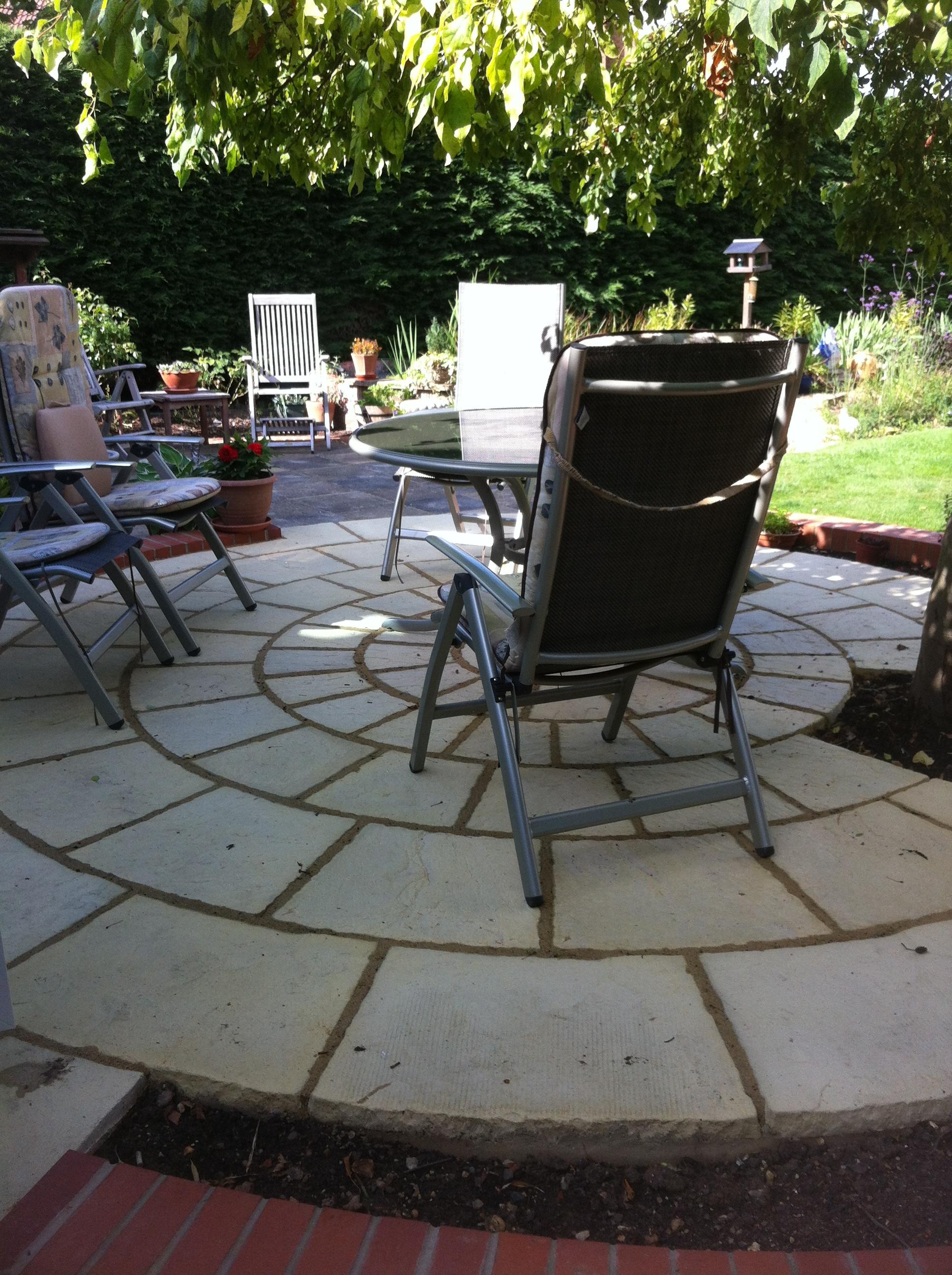 Round patio