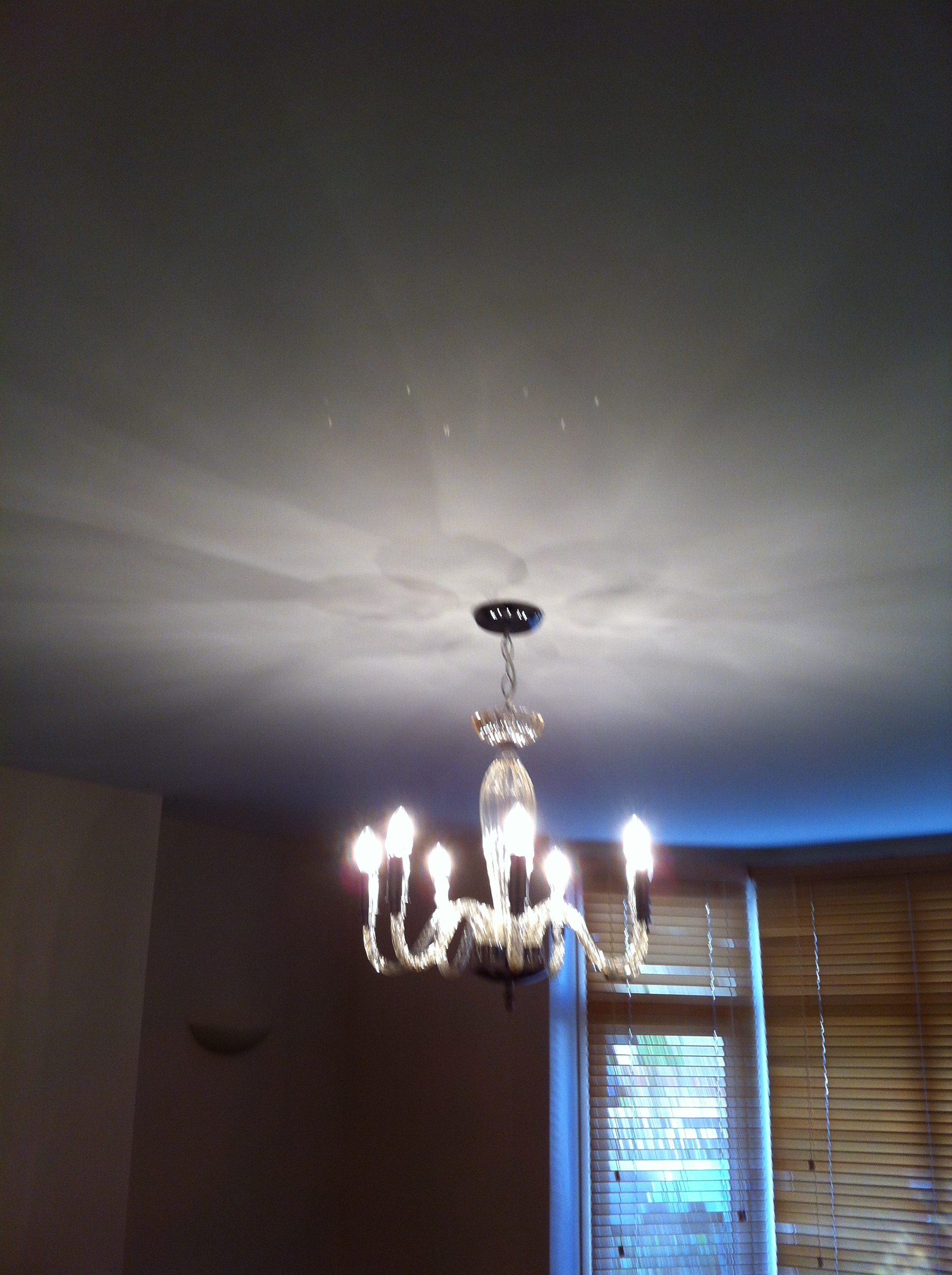 Living room ceiling with up lighter
