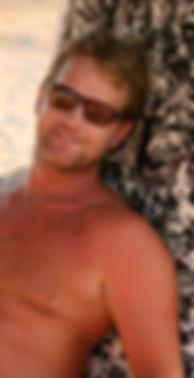 stuf moniteur BE1 surf et BEESAPT. Il vous fera decouvrir en stand up paddle ou en kayak les richesses du lagon de la Saline à la Réunion
