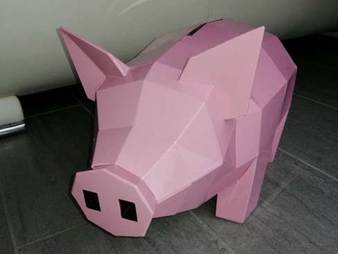 Cochon origami en zinc naturel peint en rose.