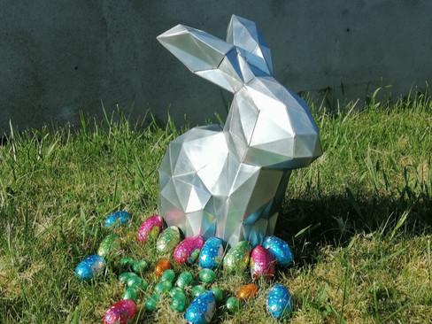 Lapin origami en zinc naturel.