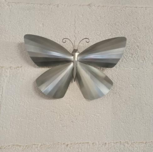 papillon en zinc naturel