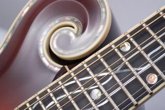 """Scroll de la mandoline """"Mucha"""""""